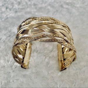 Fashionable gold wrist jewelry